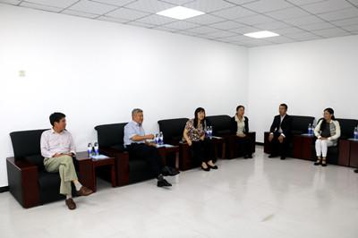郜乃君一行先后深入到任县四中、 广宗冯家寨中学走访慰问了图片